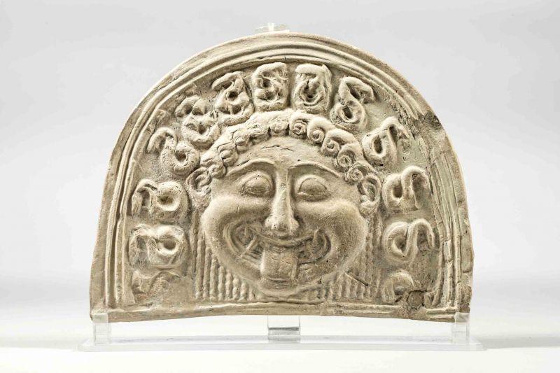 Gorgó-fej: antefix, Kr. e. 5. sz. eleje